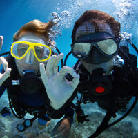Couple diving with Island Surf and Sail scuba gear